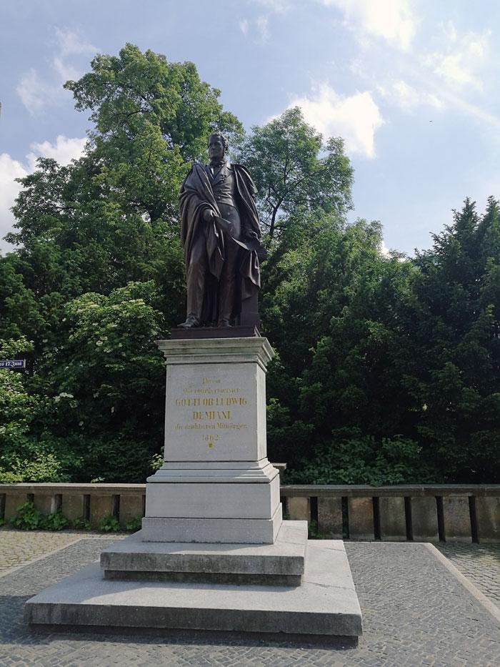 Гёрлиц  памятник Демиани